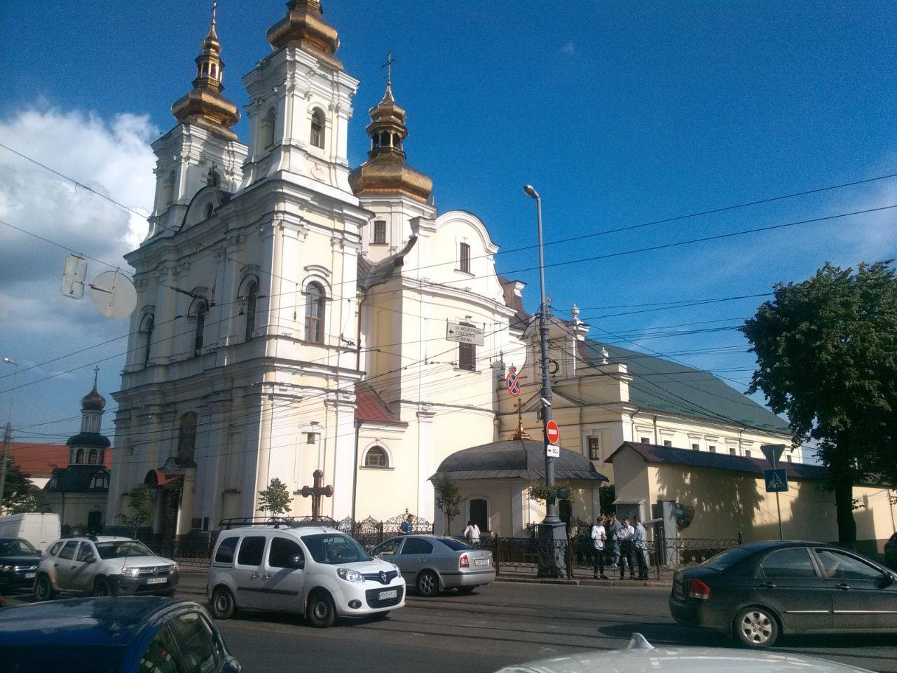 Камера біля Кафедрального собору Вінницької єпархії ПЦУ, настоятель якого Митрополит Симеон - один із єпископів УПЦ (МП), котрі перейшли до ПЦУ