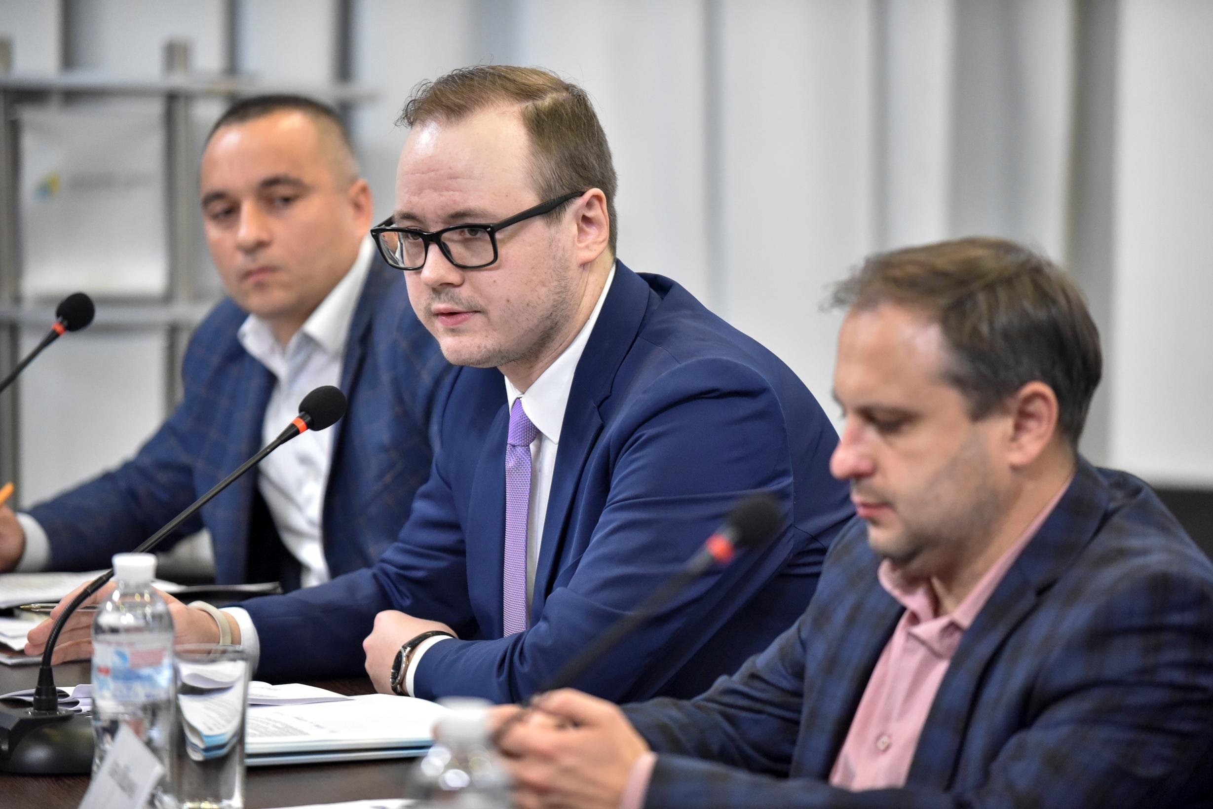Зліва направо — Дмитро Сірак, Михайло Каменєв та Іван Ліщина. Фото: Український кризовий медіа-центр.